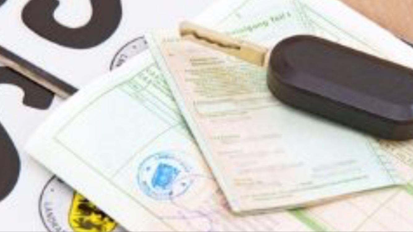 Fahrzeugpapiere im Auto: Welche Dokumente sind wichtig